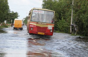 ksrtc-bus-on-alappuzha-changanassery-road