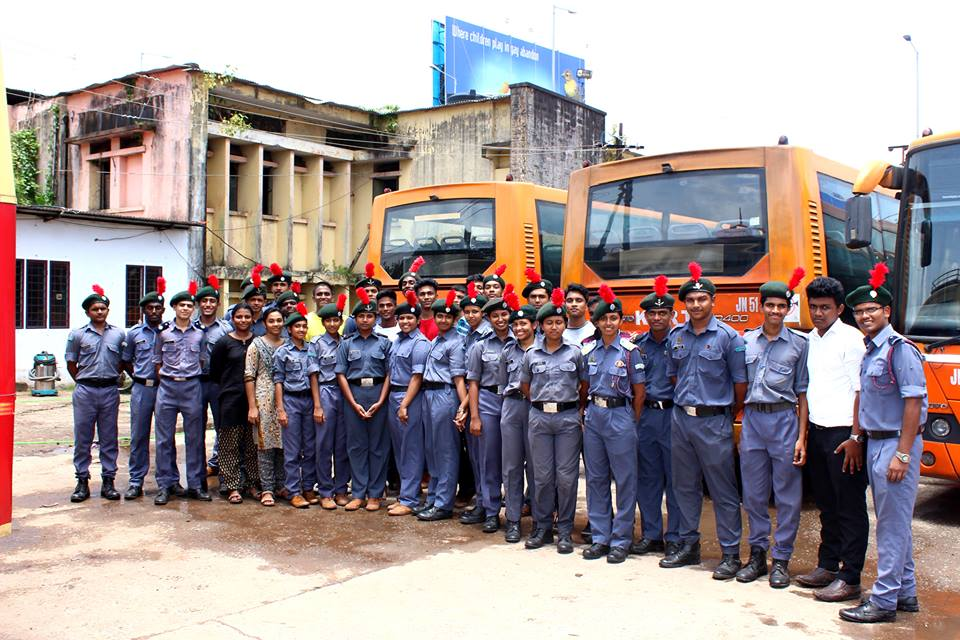 Clean KSRTC Bus Campaign b y NCC Air Wing of Sacred Heart College 3