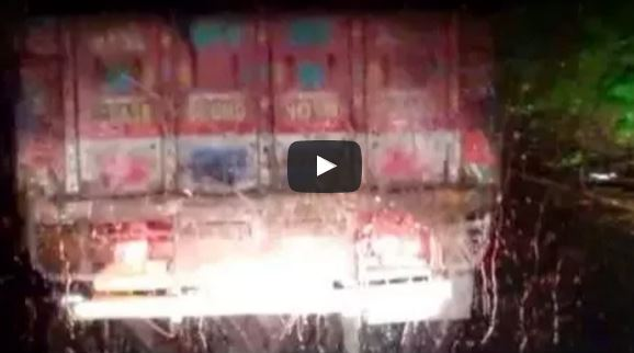 KSRTC Scania Metrolink HD through Wayand ghat on a rainy night
