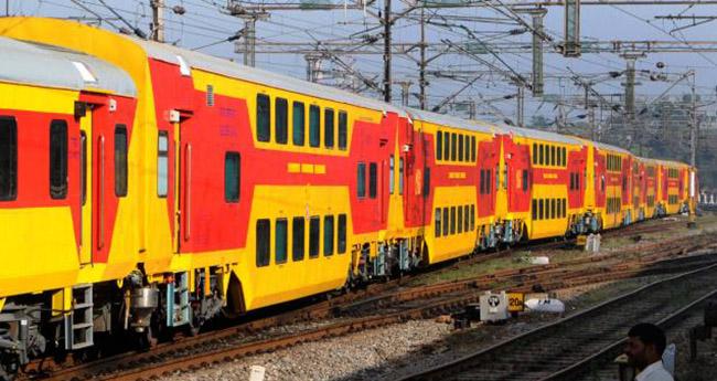 Fastest A C Double Decker Trains In India Aanavandi