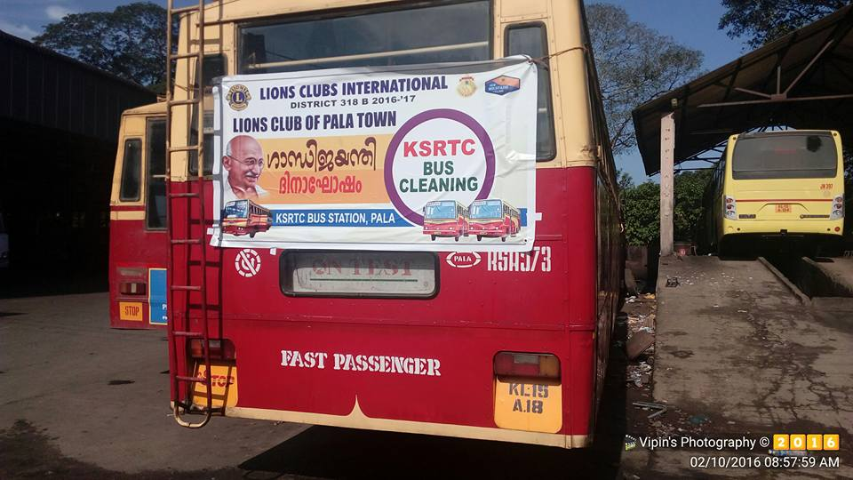 Metro Bus Cleaner : Gandhi jayanthi youth cleaned ksrtc buses in pala