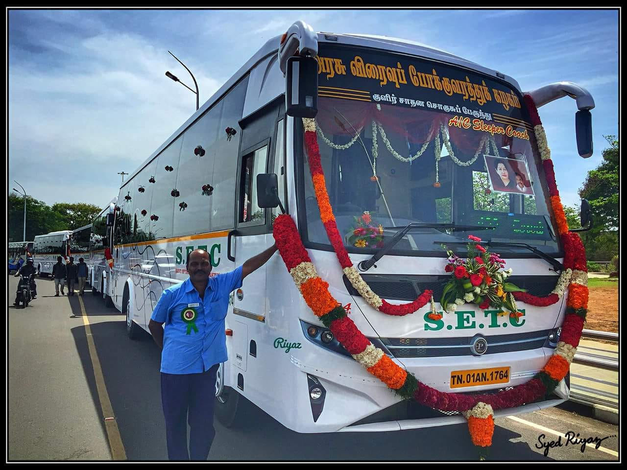Chennai bus crowds 07 uncle enjoying software girls 5