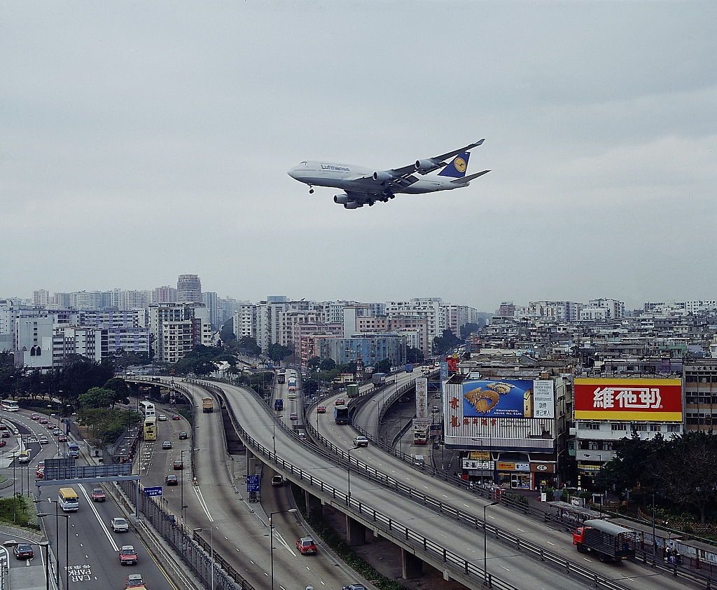 see the crazy landings at kai tak  the legendary airport